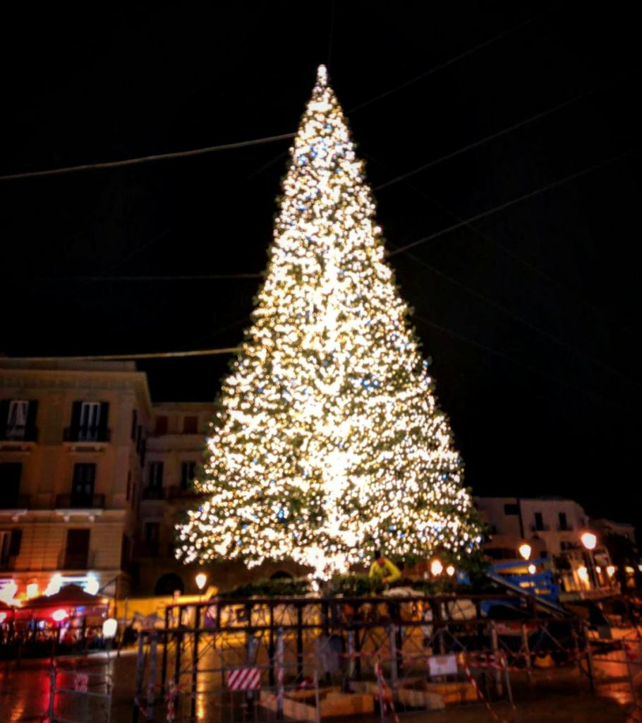 albero-di-natale-bari-910x1024